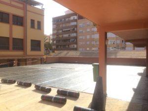 Trabajo de impermeabilización en un colegio en la ciudad de Valencia