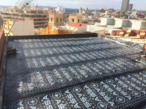 Terraza con trabajos de impermeabilización en Alicante Carolinas